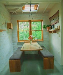 Unique Hand-built Cabin in the City - Asheville