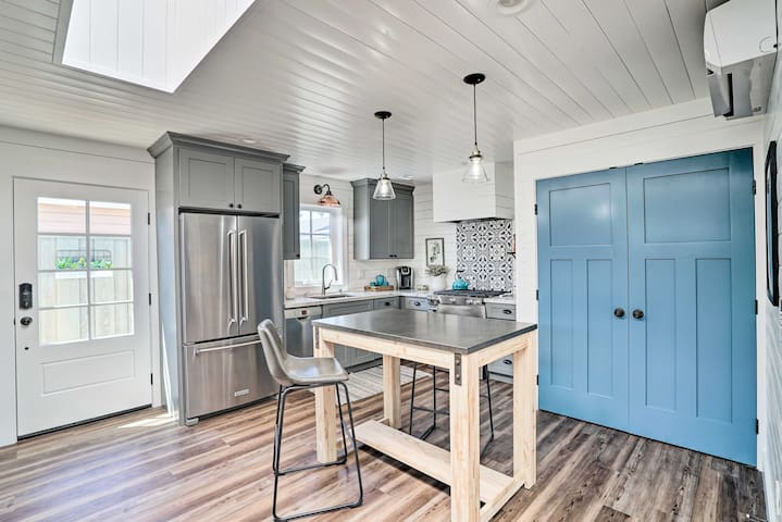 This farmhouse-style cottage offers 1 bed, 1 full bath and plenty of room for 2.
