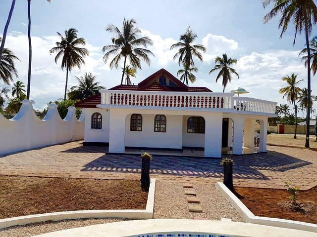 Kiwengwa Beach Villa - Goldens Bridge - Вилла