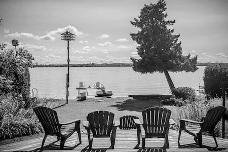 Leaning Tree Cottage - Private Lakeside Cottage - Orillia - Cabana