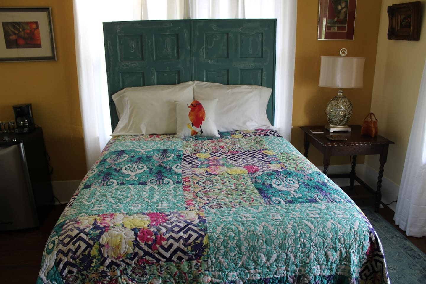 Comfortable Queen Size Bed with Fresh Linens and Extra Pillows