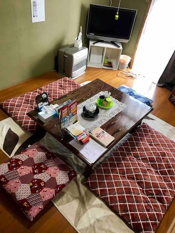 1 GUEST ¥ 4,000 / NEAR STATION /WIFI/T.V.ok./6 BED