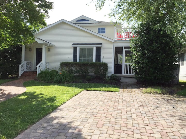 Rehoboth Beach single family home in town.