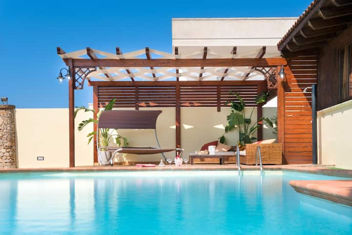 Luxury Pool Chalet - Holiday Villa Rental with swimming pool in Salento, Puglia