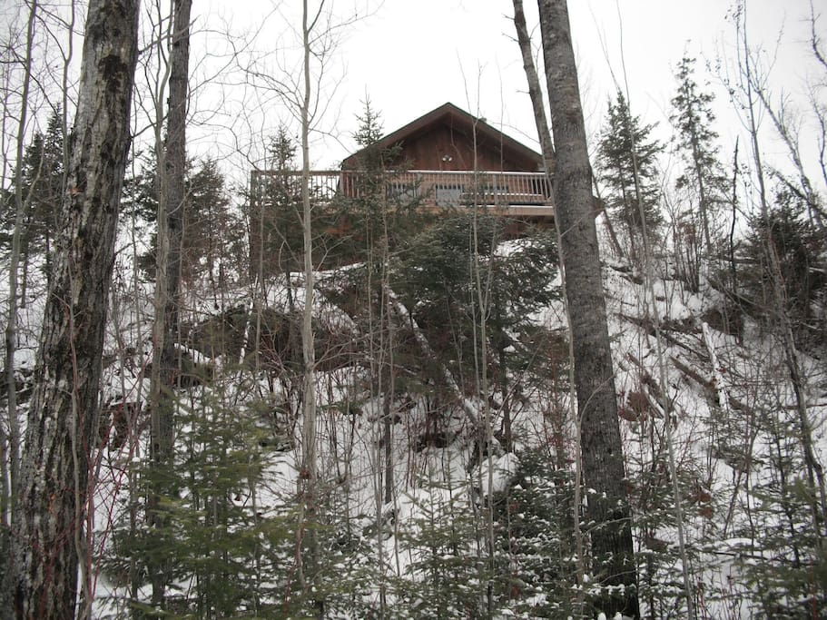 The Guest House is perched atop a bluff overlooking Jasper Lake.