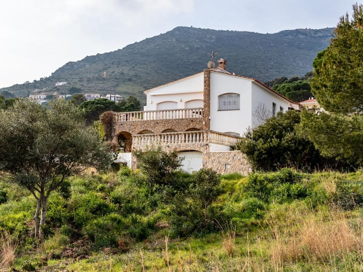 Nice apartment, very well-equipped and furnished for 6 people. Port de la Selva