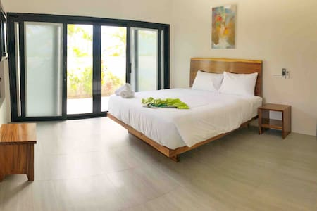 Sunset Villa - 2 En-suite bedroom w/ Private pool
