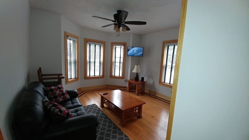 Modern cozy two bedroom close to Boston.