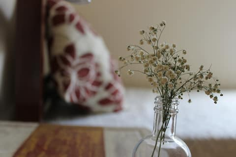 Quarto confortável, bem localizado e silencioso