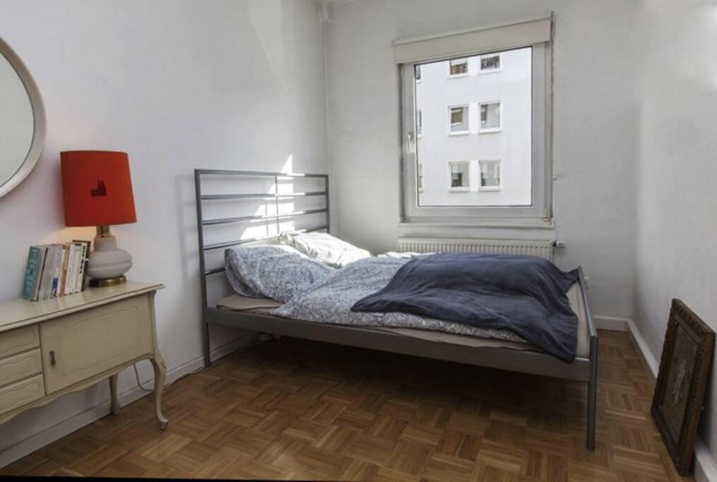 sch nes zimmer im agnesviertel wohnungen zur miete in k ln nordrhein westfalen deutschland. Black Bedroom Furniture Sets. Home Design Ideas