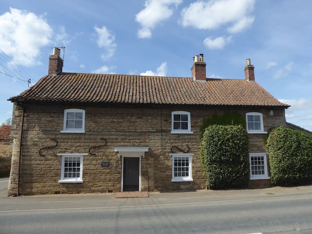 Buntin House Bed & Breakfast - Monet Room - Lincolnshire - Bed & Breakfast