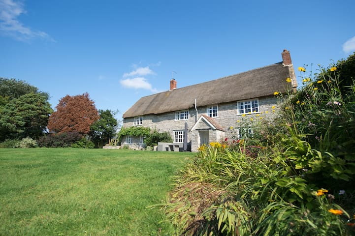 Farm House thatched in quiet hamlet of Somerset - Mudford