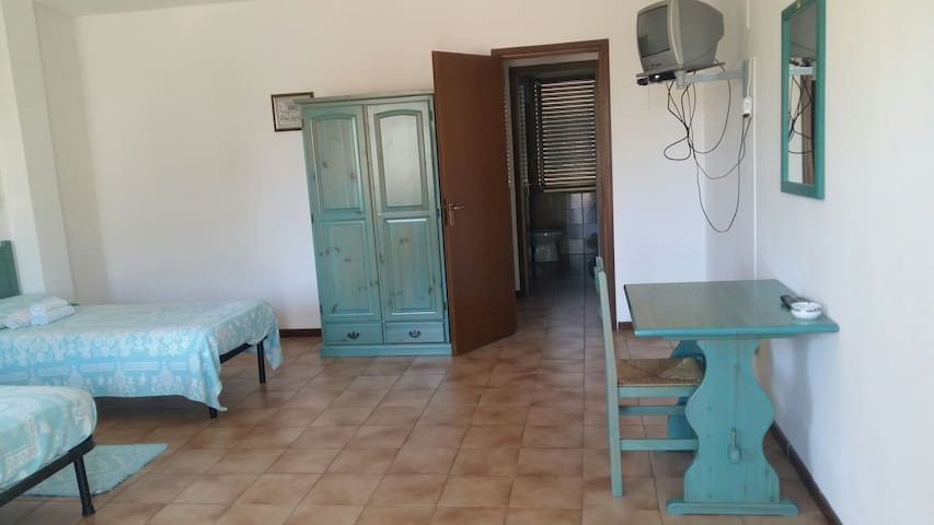 Stanza spaziosa indipendente con bagno privato