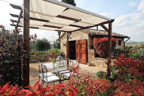 Mysig stuga med fantastisk utsikt i Toscana