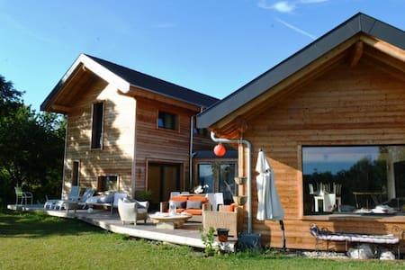 Superbe villa d'architecte entre lac et montagne - Lucinges - House