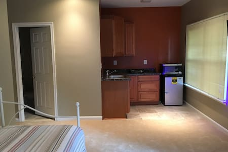Serene Furnished Studio near Dulles Airport - Ashburn