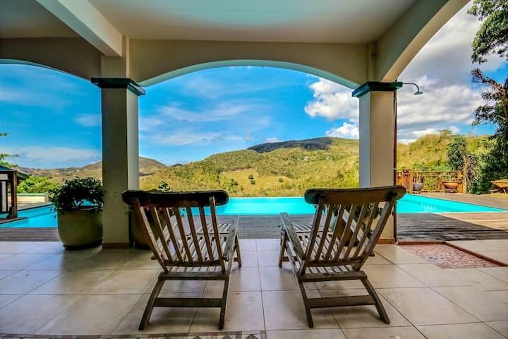Séjour romantique: studio cosy, piscine, vue mer