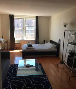 Sunny Apt in Astoria Close to Train - Appartamento