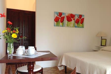 Stanza con tutti servizi privati - Capoterra - Bed & Breakfast