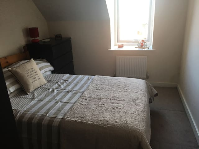 Double with Private Bathroom next to Meadowhall - Sheffield - Rumah