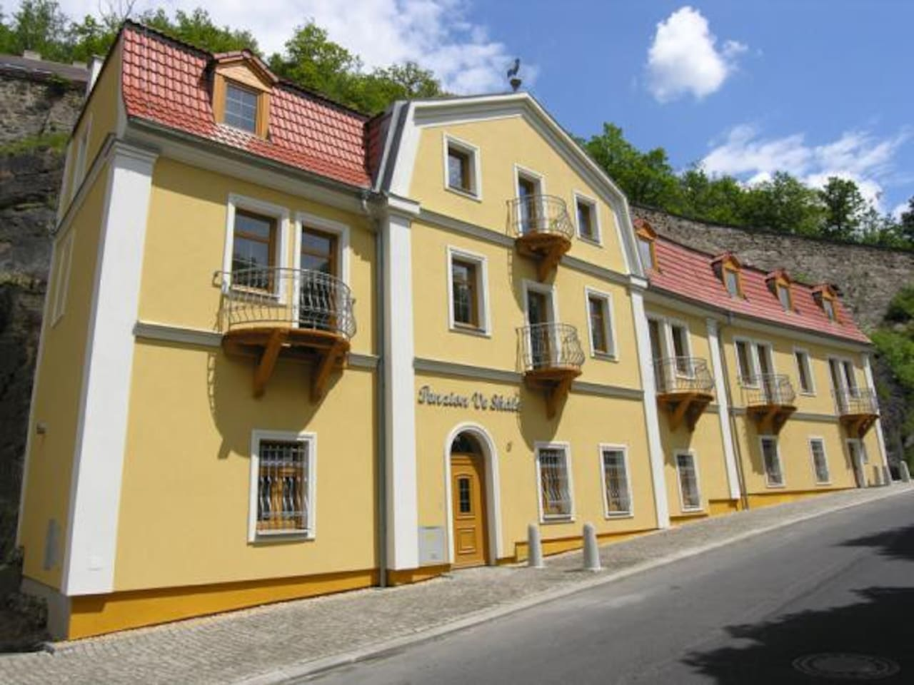 Rooms under the Castle Loket near Karlovy Vary