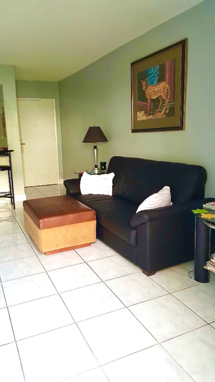 Clean Private Bed in SharedROOM by Miami Airport