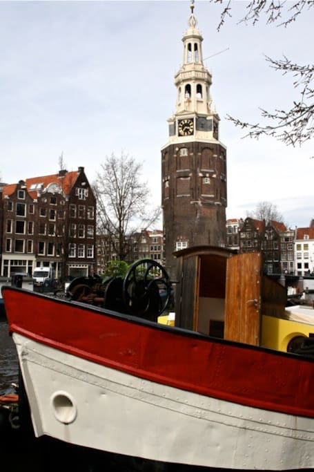 Luxury houseboat near nieuwmarkt apartments for rent in for Airbnb amsterdam houseboat