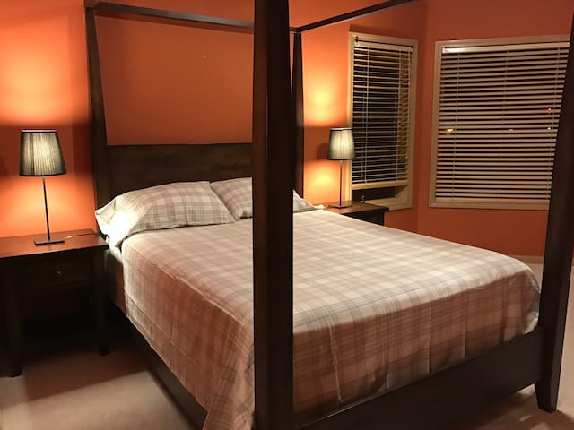 Nice room for traveling couples 205 - Naperville