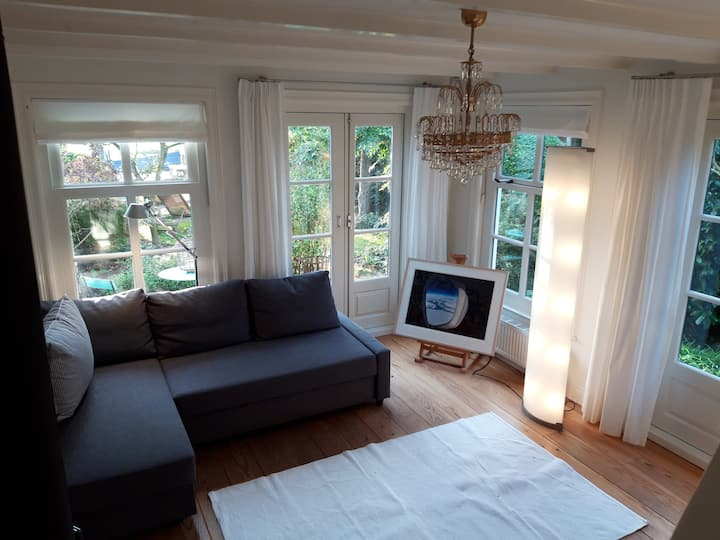 Modern Cottage very near Amsterdam