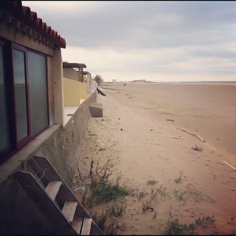 """Les Castaway""la cabane de la plage - Fleury - Vindsvåning"