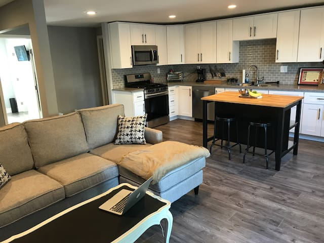 Urban pad! Private BR/BA next to EVERYTHING!