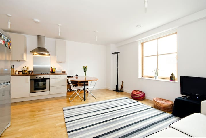 Modern double bedroom in Islington(great location)