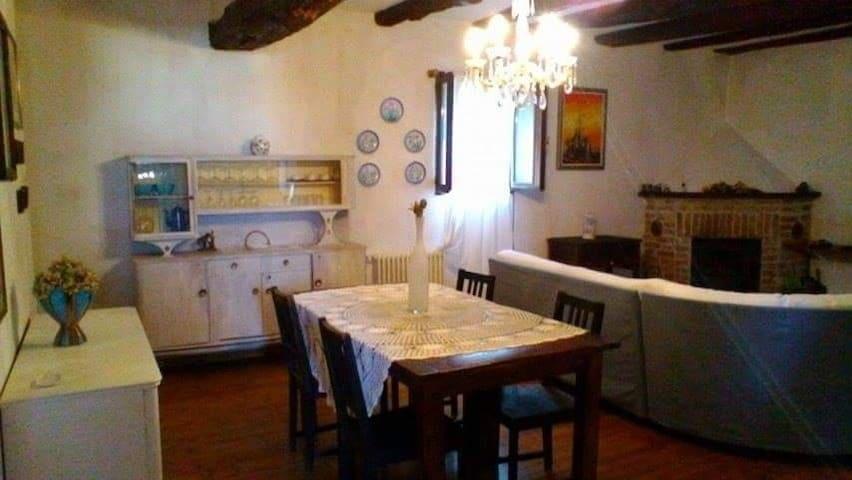 Langhe.Grande casa per famiglie con camino e parco - Belvedere Langhe - House