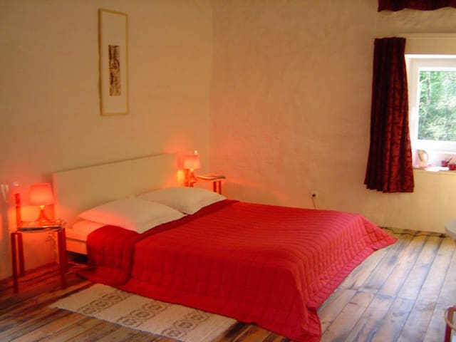 LE MOULIN DE GAUTY  -  Red room