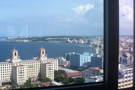 Apartamento con Vistas al Mar y a La Habana - Lakás