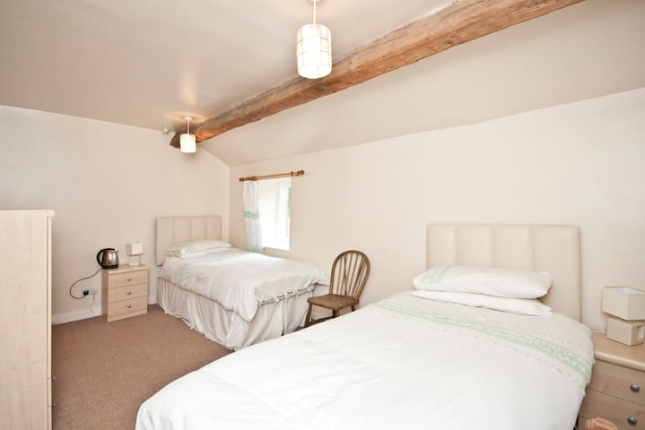 Twin room - Wharfe View Burnsall