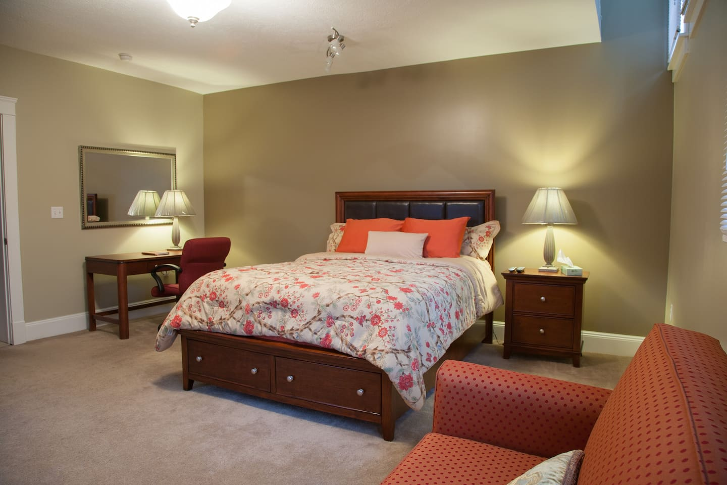 Spacious Modern Guest Master Retreat with Comfortable Queen Bed