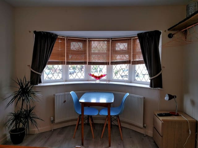 Separate annex in lovely area close to Wimbledon - Morden - Domek parterowy