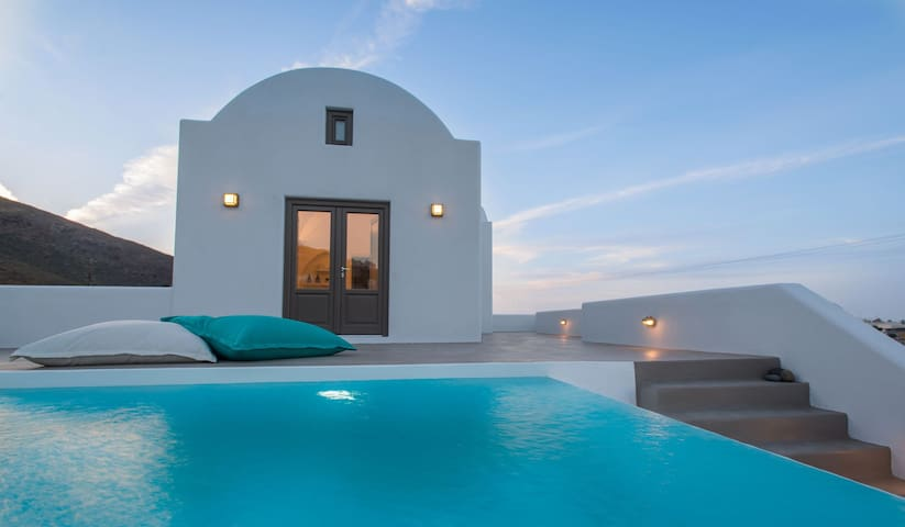 R486 Master Suite with Private Pool and Sea View