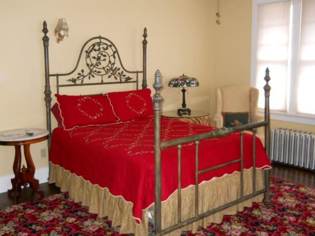 The Cheyenne Canon Inn - The Villa