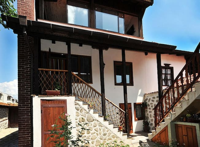 Chalet Garibaldi - Fully Catered (sleeps up to 20)