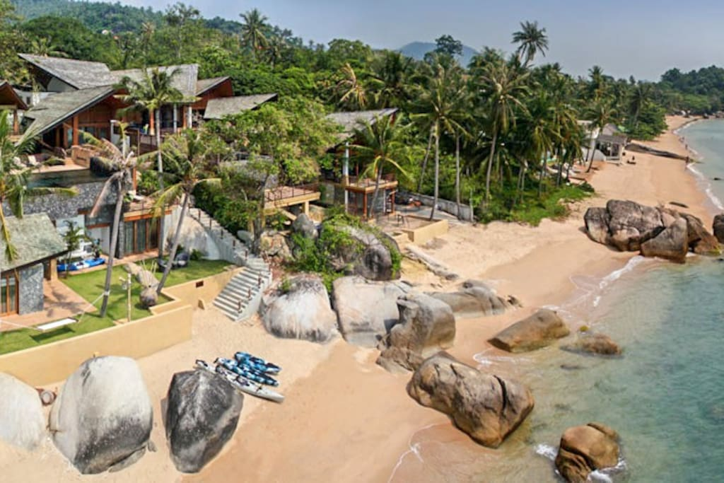 Baan Hinta is a modern luxury Beach front villa located on Lamai beach, Koh Samui, Thailand, by Zekkei Collection.  It is a stunning beachfront development that has set a new benchmark for architectural and interior elegance.