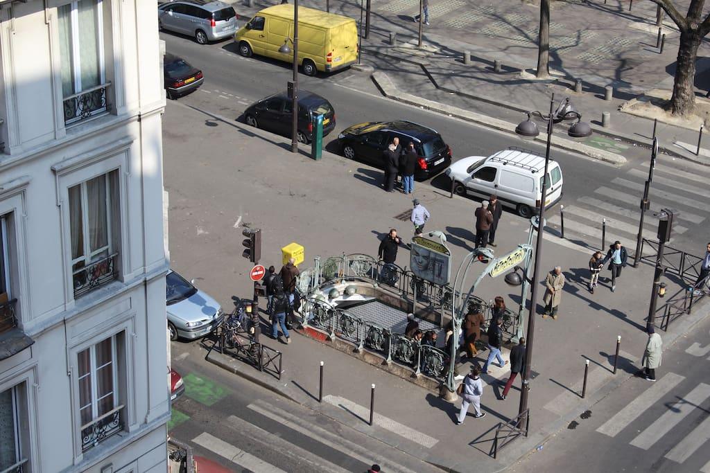 vue du balcon sur le metro couronnes L2