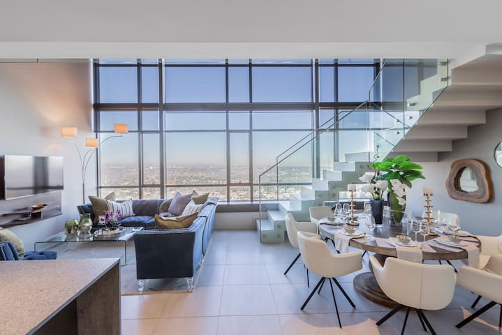 Spectacular Sandton Penthouse with Beautiful View