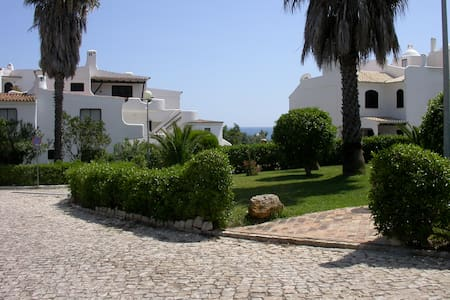 Lovely Cove Beach!Room w/double bed and Ocean View - Alporchinhos - Lagoa - Appartement