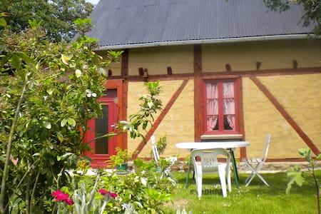 Studio de plain-pied à la campagne  - Saint-Quentin-sur-le-Homme