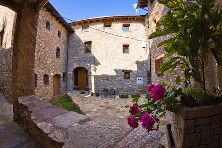 Bed and Breakfast in the Pyrenees - Estac