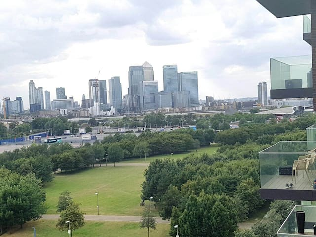 Modern double room near Canary Wharf, 02 and Excel