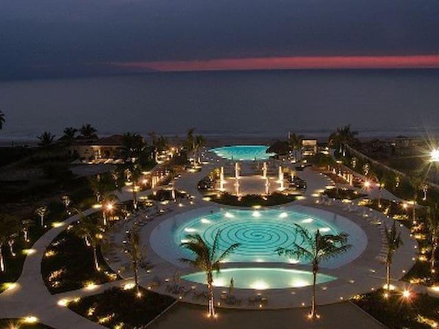 Luxury 3 bed Ocean front condo, - Nuevo Vallarta - Apto. en complejo residencial