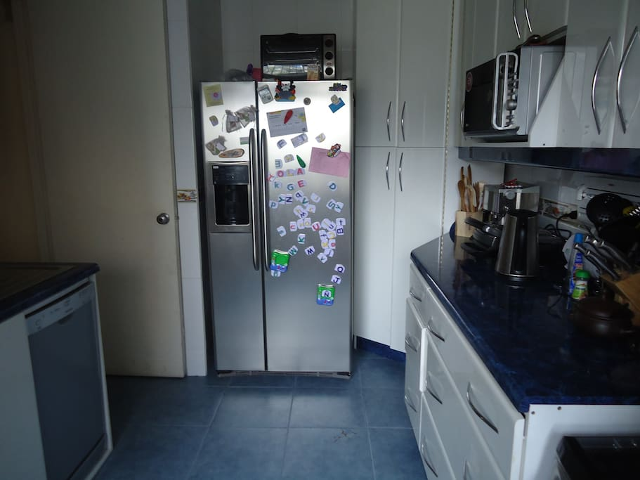 Spacious dinning and living, Furniture near new, flat screen tv + cable tv. WIFI etc